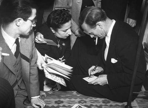 Leslie Howard signing autographs