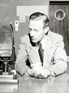 Leslie Howard broadcasting Britain Speaks, 1940