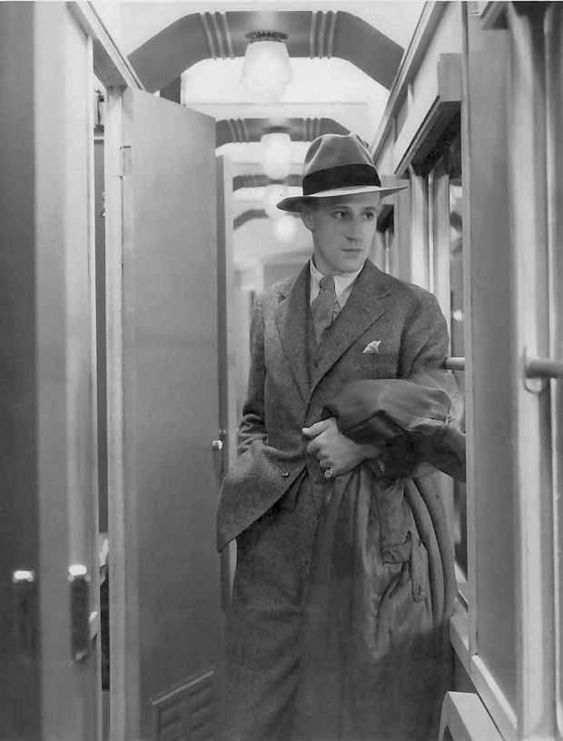 Leslie Howard in Service for Ladies 1932