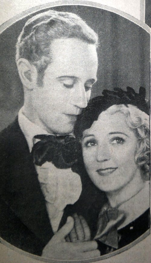 Leslie Howard and Mary Pickford in Secrets