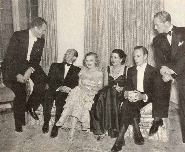 At a Pickfair Party, with Delmar Daves, Jan Kiepura, Marta Eggerth, Kay Francis e Gene Raymond, 1936