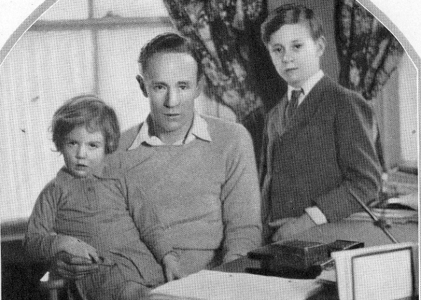 Leslie and his children, 1928