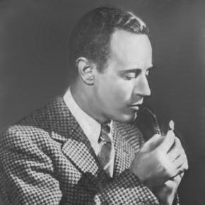 Leslie Howard smoking pipe