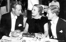 Leslie Howard, Ruth and Ronald Howard