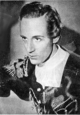 Leslie Howard as Romeo