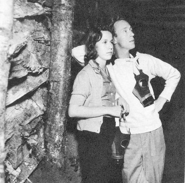 Leslie Howard in an air raid shelter