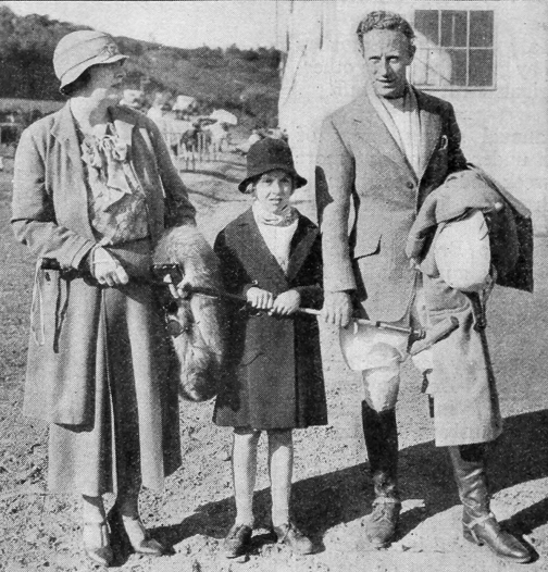 Leslie Howard with his wife and daughter