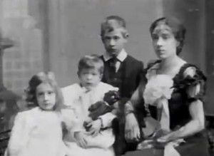 Leslie Howard with his mother Lilian, his brother Alfred and sister Doris. London, ca. 1903