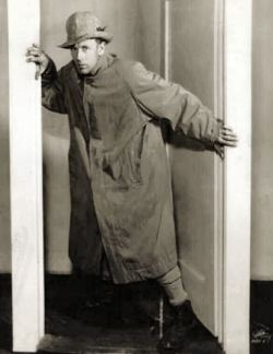 Leslie Howard in Escape