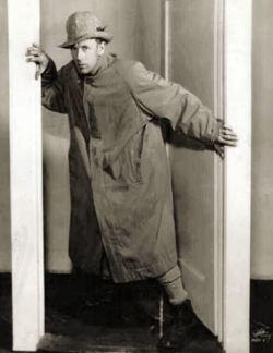 Leslie Howard in Escape