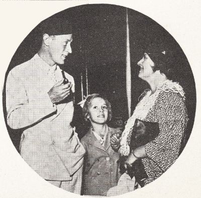 Leslie Howard, his wife and daughter