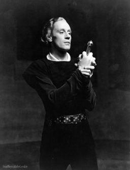 Hamlet Leslie Howard