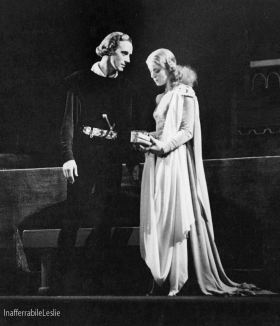 Leslie Howard and Pamela Stanley in Hamlet
