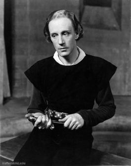Leslie Howard as Hamlet
