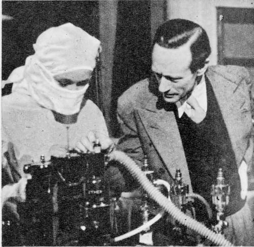 Leslie Howard on the set of The Lamp Still Burns